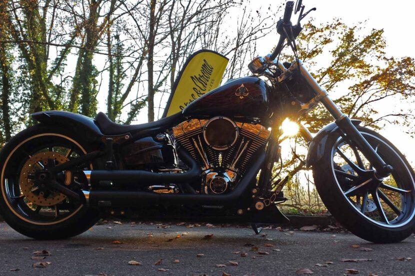 Rebuffini Fussrastenanlage Fussraster Armaturen Harley-Davidson Breakout