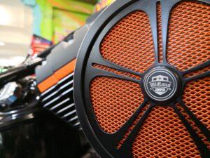 HD-Breakout-Orange-Skull-Komplettumbau-Tank-Heck-Breitreifen-Airride-JekillandHyde