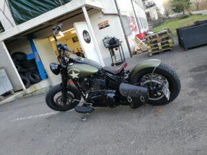 Harley-Davidson Bobber mitschwingendes Heck und Apehanger Slim S