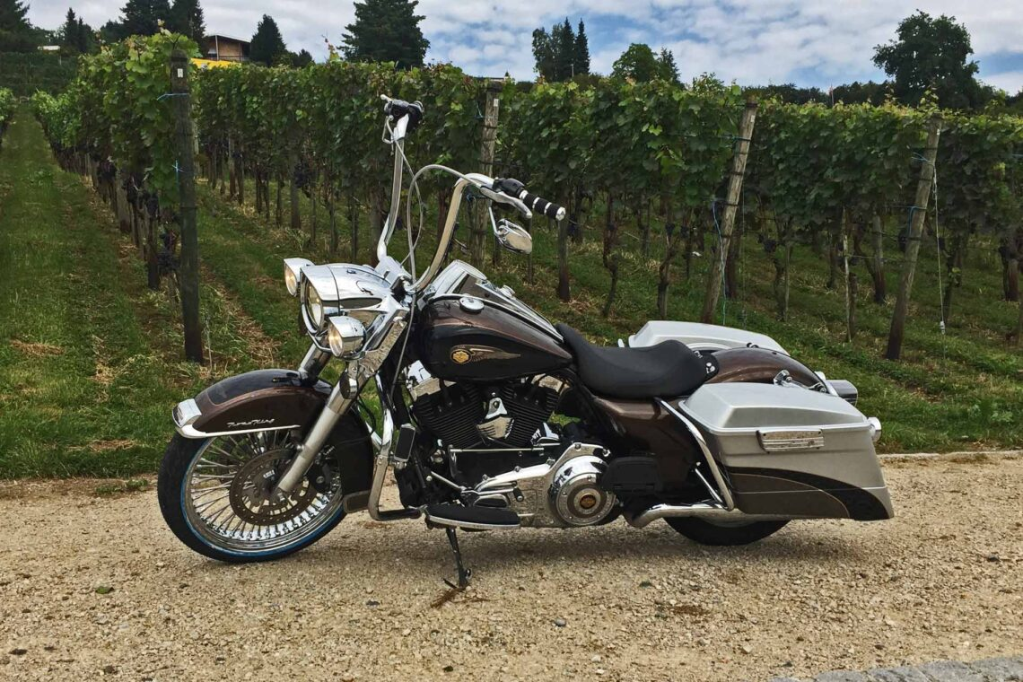 Harley-Davidson FLHR Apehanger Umbau BigSpoke Road King