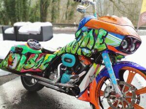 Color Nuke Bagger CVO Road Glide Harley-Davidson (4)